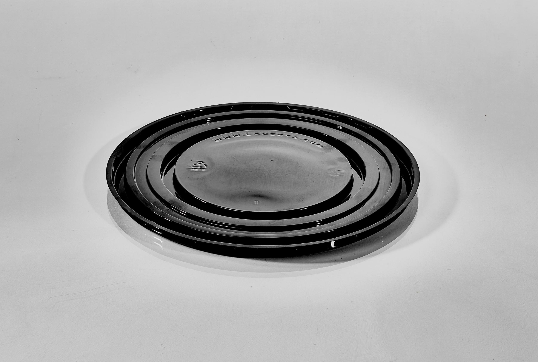 T148 9'' Round Black Cake Tray